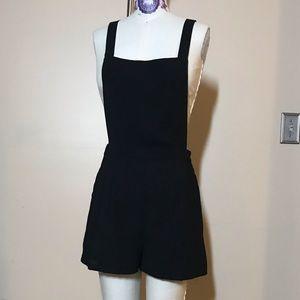 Black crepe overall shorts romper